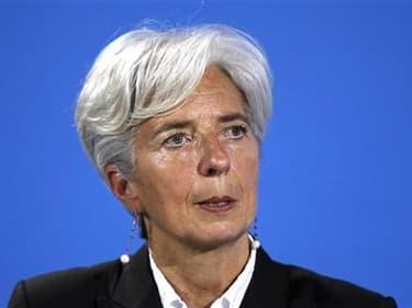 Christine Lagarde a contre-attaqué dimanche dans l'affaire Tapie, qui pourrait lui valoir une enquête judiciaire embarrassante dans sa campagne pour devenir directrice générale du Fonds monétaire international. La ministre française de l'Economie, qui est