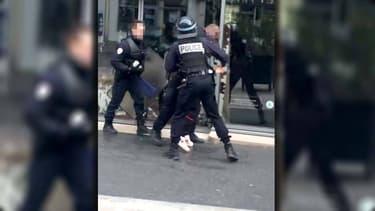 Un policier de 26 ans est poursuivi pour avoir frappé un lycéen.