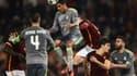 Raphaël Varane prend le ballon de la tête