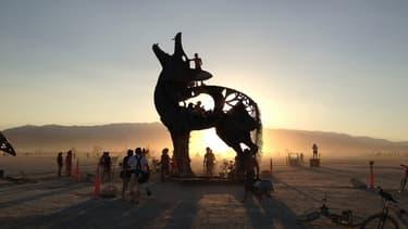 Durant la semaine du festival, des milliers d'œuvres d'art parsèment ce coin de désert du Nevada.