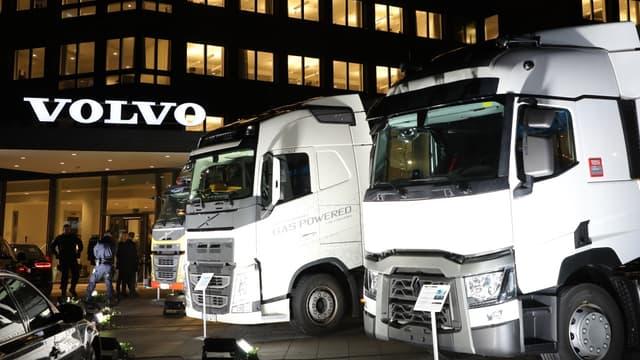 AB Volvo produit de nombreux modèles de poids lourds.