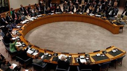 """Le Conseil de sécurité de l'Onu a voté jeudi soir une résolution autorisant le recours à """"toutes les mesures nécessaires"""", dont une zone d'exclusion aérienne, pour faire cesser la contre-offensive des forces de Mouammar Kadhafi contre les insurgés en Liby"""
