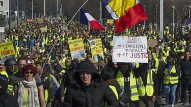 Des gilets jaunes manifestent à Clermont-Ferrand le 23 février 2019