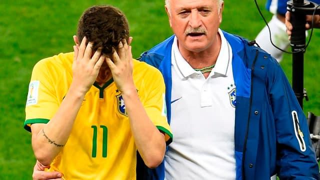Oscar et Scolari après Brésil-Allemagne (1-7)
