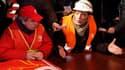 Environ 200 sidérurgistes d'ArcelorMittal ont envahi lundi matin les locaux de la direction d'ArcelorMittal à Florange (Moselle), avec l'intention de s'y maintenir tant que l'entreprise n'aura pas annoncé le redémarrage des deux hauts-fourneaux. /Photo pr