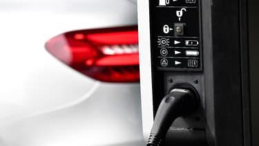 Les constructeurs allemands, rejoints par Ford, ont développé leur propre réseau de bornes de rechargement rapides. (image d'illustration)