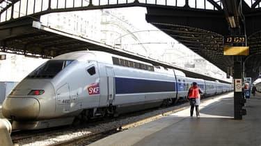 La SNCF lancera l'an prochain des TGV à bas prix qui desserviront, pour moins de 25 euros, Lyon, Marseille et Montpellier à partir de Marne-La-Vallée, selon RTL. Dans ces TGV, il n'y aura plus de restauration à bord, le contrôle des billets se fera sur le