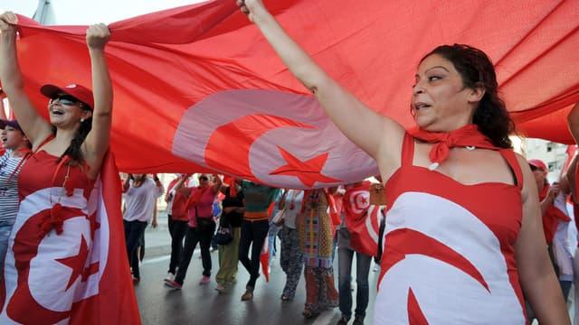 Des militants anti-Ennahda, le 13 août 2013, à Tunis.