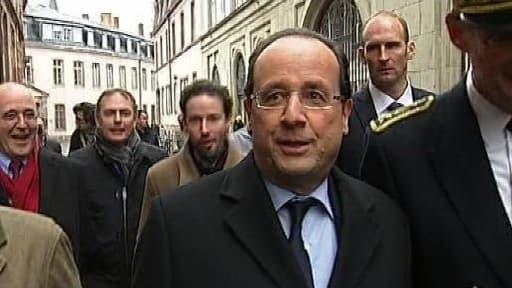 En marge de sa très officielle visite au Parlement européen, François Hollande évoque le match de mercredi.
