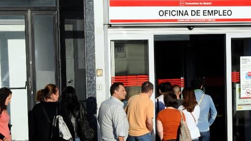 Les demandeurs d'emploi espagnols sont moins nombreux en janvier 2014 qu'en janvier 2013.