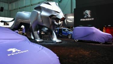 Peugeot expose à Genève un lion de 5 mètres de haut et 12 mètres de long.