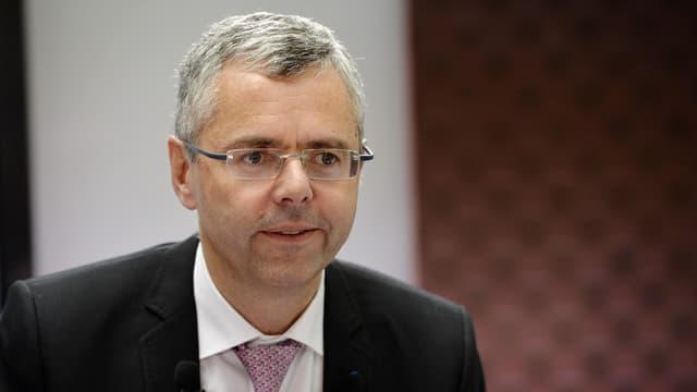 En quittant Alcatel, Michel Combes va-t-il toucher 13,7 millions d'euros? Pas vraiment, il devra en verser les deux tiers, soit 10 millions, à l'Etat.