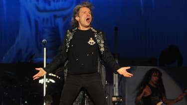 Le chanteur d'Iron Maiden, Bruce Dickinson, est également pilote et propriétaire d'une compagnie de maintenance des avions.