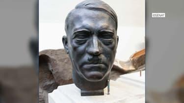 Le buste d'Adolf Hitler.