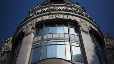 La CGT du BHV-Marais (groupe Galeries Lafayette), à Paris, où un accord sur le travail dominical a été signé par deux syndicats représentatifs, a réaffirmé qu'elle s'opposerait à cet accord.