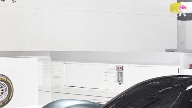 Les premières images de l'incroyable hypercar signé Aston Martin et Red Bull ont été dévoilées.
