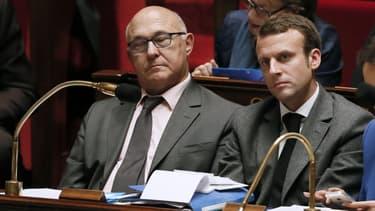 Michel Sapin, le ministre des Finances, avec Emmanuel Macron sur les bancs de l'Assemblée