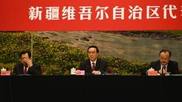 Le chef du Parti communiste chinois au Xinjiang, Chen Quanguo (au centre).