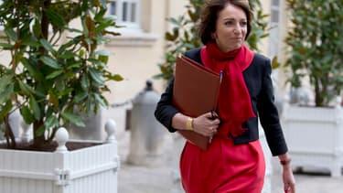 La ministre des Affaires sociales et de la Santé Marisol Touraine et la secrétaire d'Etat à la famille Laurence Rossignol saluent une mesure de justice sociale.