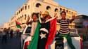 Devant le QG de Mouammar Kadhafi à Tripoli. Les insurgés libyens se sont emparés de Bab al Aziziah, le quartier général de Mouammar Kadhafi en plein coeur de Tripoli, mais leur triomphe n'est toujours pas complet ce mercredi matin, des fusillades et des c