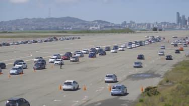 Un embouteillage de Prius ? On vous rassure, la citadine hybride n'a pas pris le pouvoir, 332 modèles ont seulement  été conviés sur une base aéronautique pour un rassemblement record.