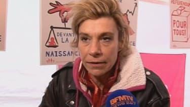 """Frigide Barjot, meneuse du collectif """"'La manif pour tous"""", appelle à manifester jeudi devant les locaux de France Télévision."""