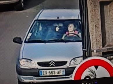 Anne-Frédéric Obszynski dans son véhicule.