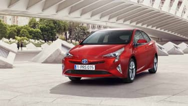 Toyota a commencé à commercialiser des véhicules hybrides dès 1997.