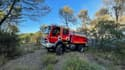 Les sapeurs-pompiers des Bouches-du-Rhône interviennent sur un départ de feu de végétation dans la commune de Meyreuil.