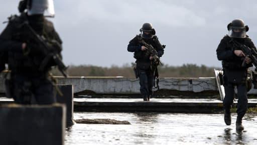 Le GIGN s'entraîne sur la base de Mondesir, à l'Ouest de Paris, en janvier 2011 (Photo d'illustration)