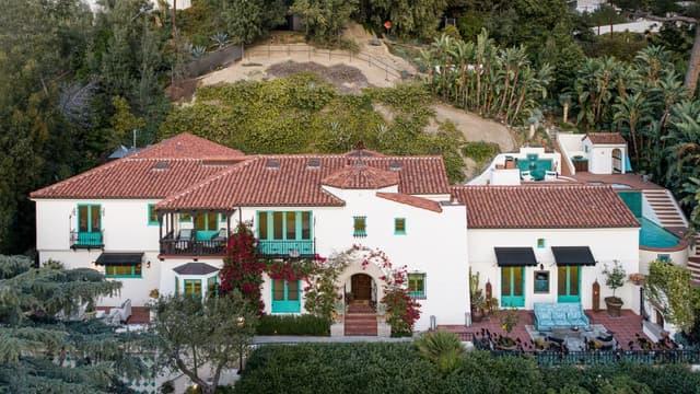 Leonardo DiCaprio offre une villa à sa mère.