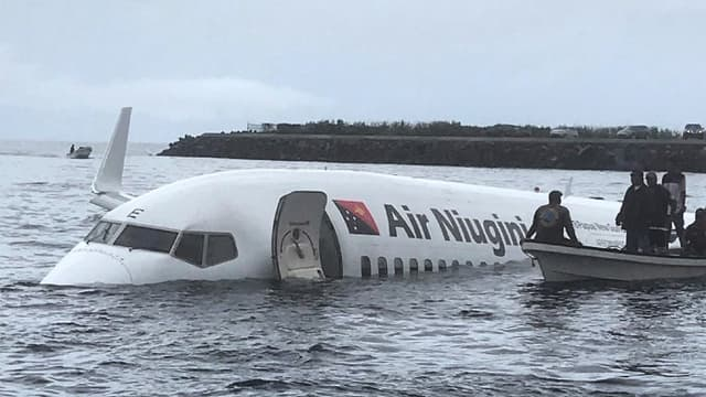 Le Boeing a raté la piste d'atterrissage.
