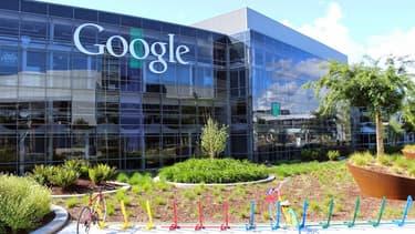 Alphabet, la maison mère de Google, a présenté des résultats financiers meilleurs que prévu pour le deuxième trimestre, avec une croissance de 23% de son chiffre d'affaires due notamment à une hausse de ses revenus publicitaires réalisés sur des supports mobiles.