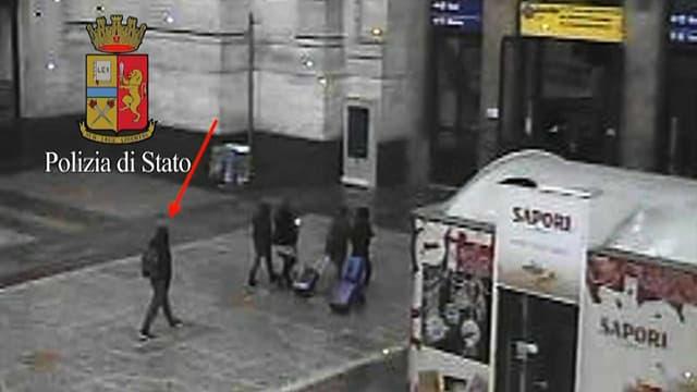 La police italienne a identifié cet homme habillé en noir comme étant Anis Amri.