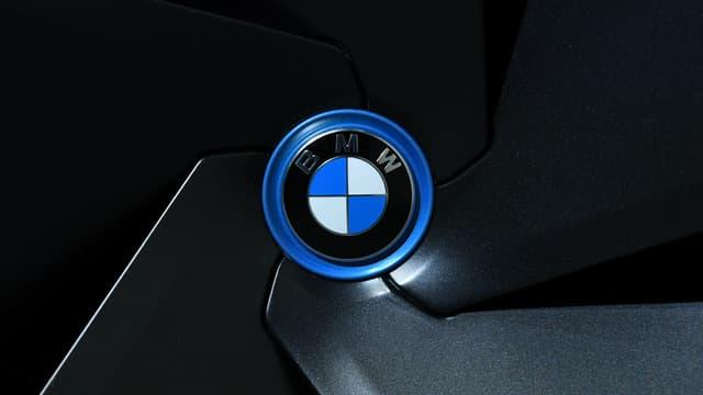 """Le constructeur allemand de voitures haut de gamme BMW a révisé à la baisse mardi ses prévisions de résultats pour 2018, évoquant notamment les """"distorsions"""" du marché provoquées par les nouveaux tests d'émissions polluantes WLTP."""