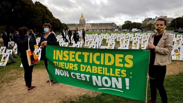 Manifestation aux Invalides le 23 septembre 2020 contre l'usage des néonicotinoïdes