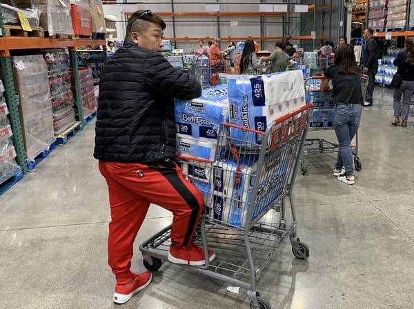Dans un supermarché de Los Angeles, le 29 février 2020.