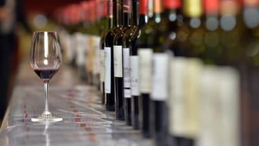 Trois châteaux bordelais appartenant à un même propriétaire, coupaient leurs vins d'appellation avec des crus de piètre qualité, qu'ils faisaient venir clandestinement de nuit par camion.