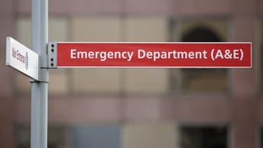 Un panneau indiquant les urgences à St Thomas Hospital, le 13 janvier 2017 à Londres. (Photo d'illustration)