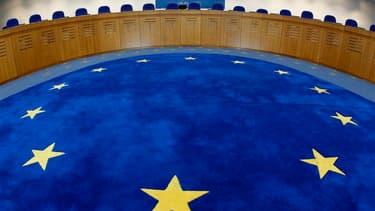 La Cour européenne des droits de l'homme a ordonné jeudi à la France de ne pas expulser vers son pays un opposant tchadien, en raison des risques de traitements inhumains et dégradants auxquels il serait exposé. /Photo d'archives/REUTERS/Vincent Kessler