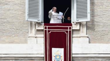 Le pape François, dimanche, à l'issue de la messe de clôture du synode sur la famille au Vatican.