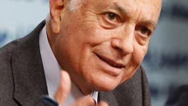 Le secrétaire général de la Ligue arabe, Nabil Elarabi, a assuré lundi que l'armée syrienne s'était retirée des centres des villes du pays pour gagner les faubourgs, mais a ajouté que les fusillades continuaient et que les tireurs embusqués demeuraient un