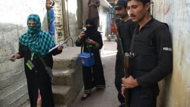 Des soignantes lors d'une campagne de vaccination contre la polio le 12 janvier 2013 à Karachi