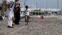 Rue jonchée de douilles dans le centre de Tripoli. Les Tripolitains étaient confrontés samedi aux pénuries d'eau courante et d'électricité, sur fond d'accalmie des combats dans la capitale, les insurgés s'efforçant désormais de réduire les derniers bastio