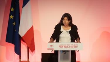 La maire de Paris, Anne Hidalgo, lors d'un meeting du PS en faveur de l'accueil des réfugiés, le 8 septembre 2015 au Cirque d'Hiver à Paris