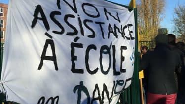 Des enseignants du lycée Olympe-de-Gouges à Noisy-le-Sec ont manifesté mardi.