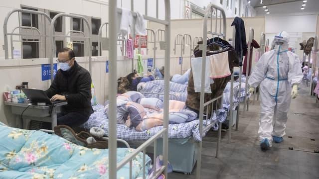 Patients contaminés par le coronavirus hospitalisés à Wuhan, en Chine, le 17 février 2020