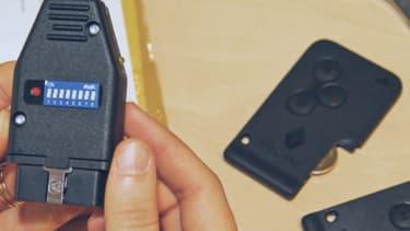 C'est avec un petit boitier comme celui-ci, branché sur la prise diagnostic, que les voleurs réussissent à dérober une voiture en moins d'une minute.