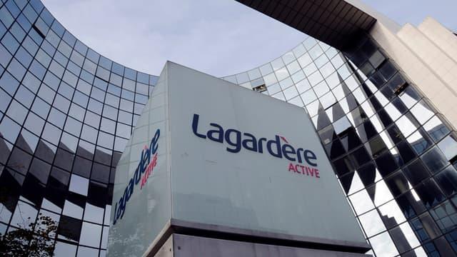 """Le groupe Lagardère renonce à vendre ses magazines """"grand public""""."""
