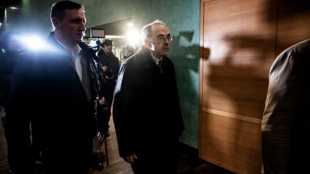 Le cardinal Barbarin à l'arrivée de son procès au mois de janvier.